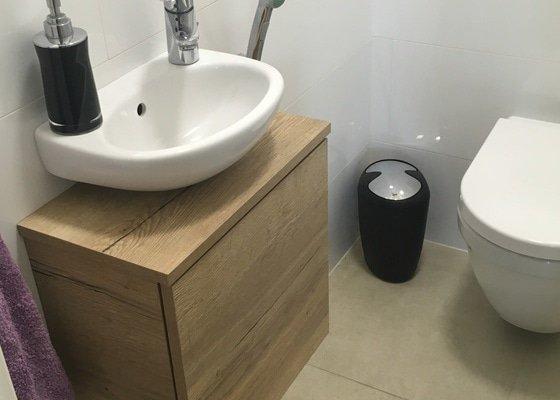 Koupelnová skříňka pod 2 umyvadla a malou skříňku pod umyvadlo na WC