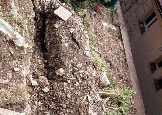 Rekonstrukce kamenné zdi držící svah