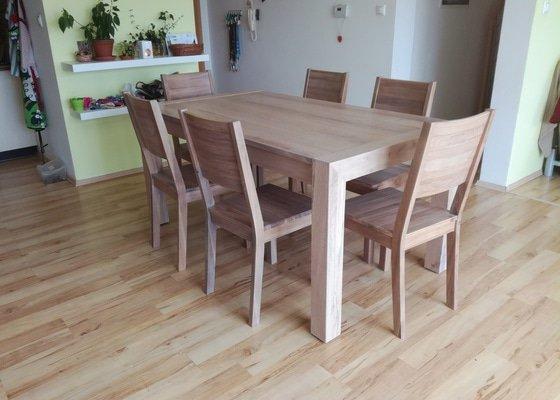 Jídelní rozkládací stůl + 6 židlí z dubového masivu