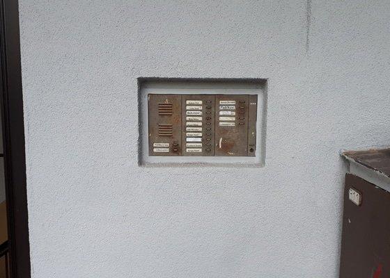 Nové domovní zvonky s kamerou, čipovým systémem a samozamykacími zámky.
