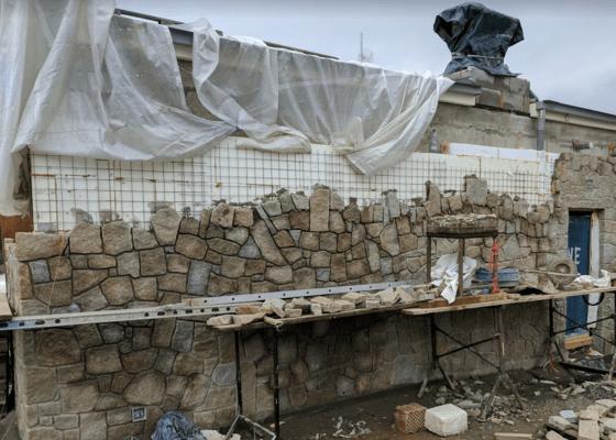 Kamenne práce, obklad domu, zdi