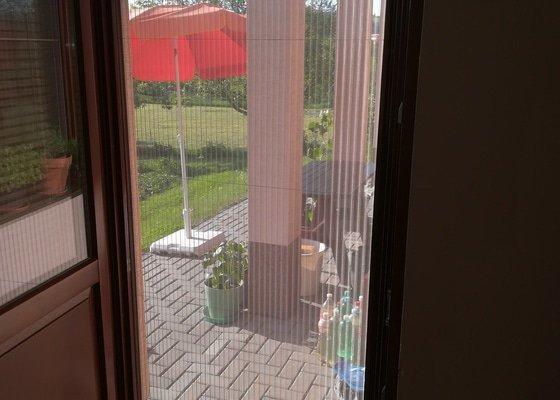 Potřebuji opravit horizontální žaluzie a udělat síť proti hmyzu na terasové dveře