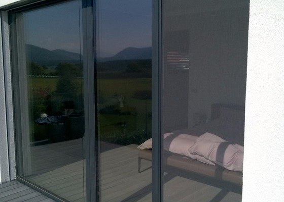 Sítě proti hmyzu do oken a balkonových dveří - antracit