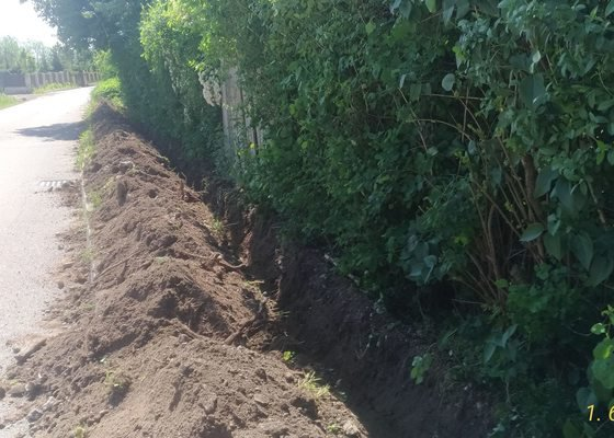 Výkopové práce - rýha na uložení kabelu, hl.50cm, cca 60m