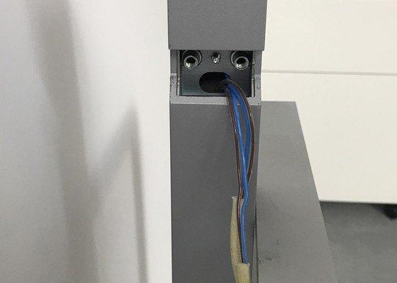 Oprava designové stojací lampy