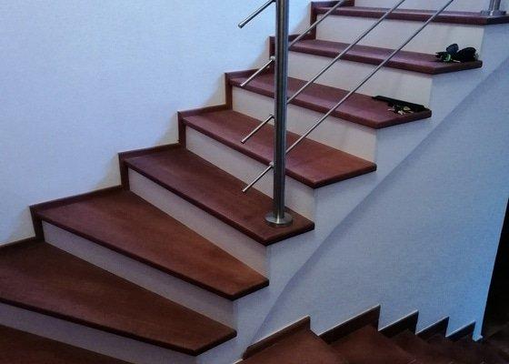 Rekonstrukce kamenného schodiště - obklad dřevěným materiálem