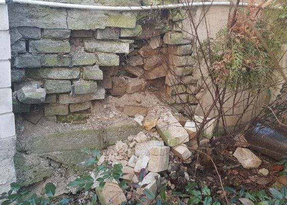 Oprava podezdívky plotu/opěrné zdi, drobné stavební práce