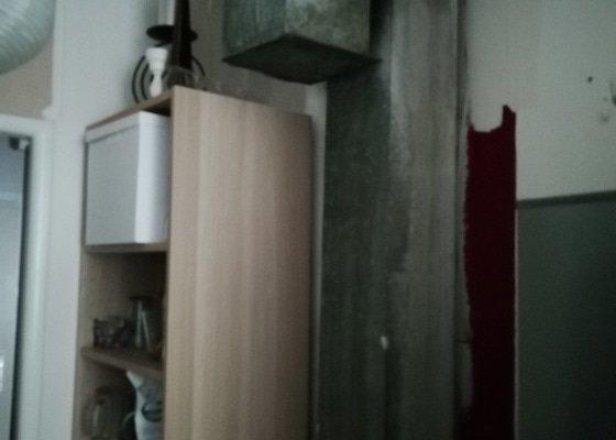 Kuchyně obložení vzduchotechnicke roury