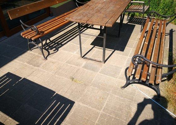 Oprava balkónů - pokládka kamenného koberce