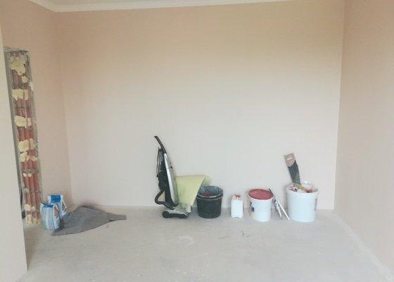 3-vrstvá dřevěná podlaha se 4 mm dubovou nášlapnou vrstvou včetně celoplošného lepení