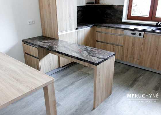 Rekostrunkce kuchyně, obýváku a ložnice, podlahy, malování