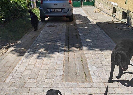 Úprava vjezdu ke garáži a dlažba na dvoře - Olomouc-Lošov