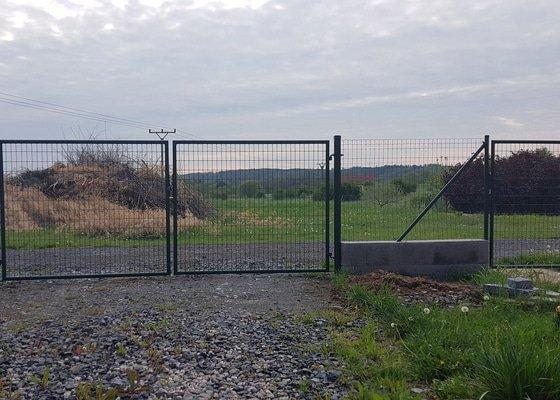 Kompletní realizace oplocení pozemku včetně branky a vjezdu