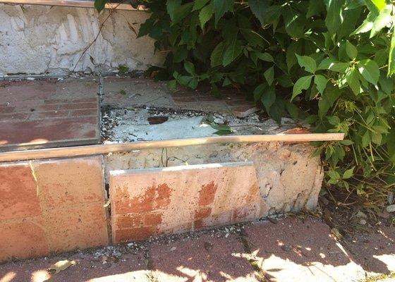 Oprava dvou schodů (odpadlé dlaždice)