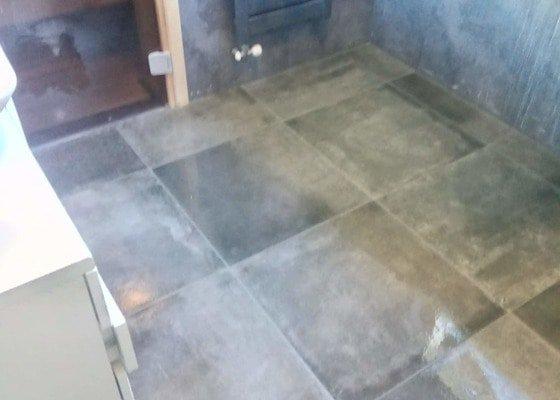 Oprava koupelny dlažba a voda