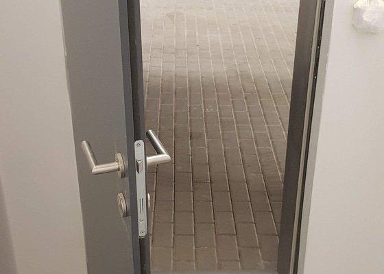 Zabezpečení dveří do komory