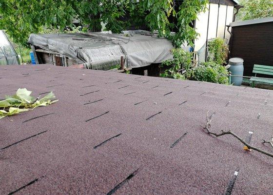 Asfaltová lepenka (krytina) na střechu cca 2x2 (kůlna)
