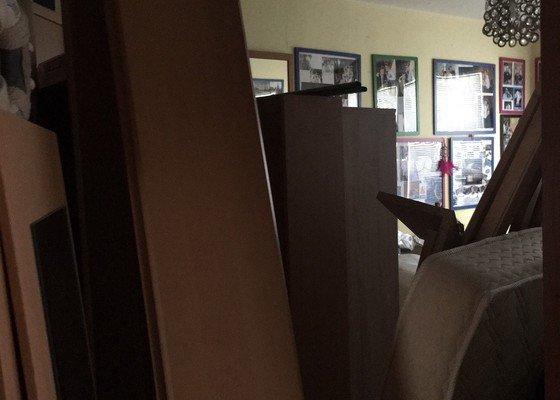 Stržení tapet v 1 pokoji v panelovém domě, štuk, výmalba, položení koberce