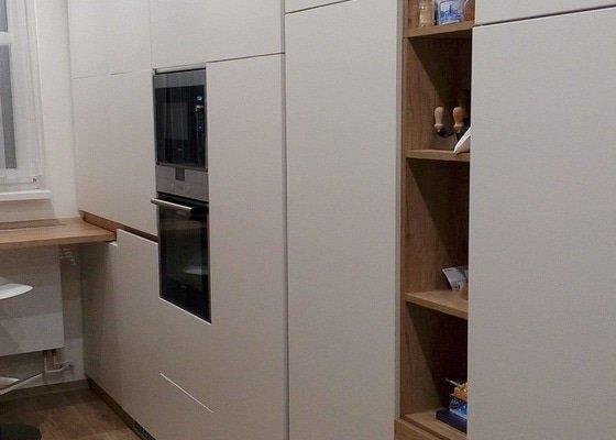 Demontáž kuchyňských skříněk s vestavnými spotřebiči