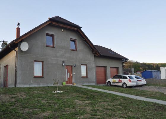 Fasada domu+podbiti strechy
