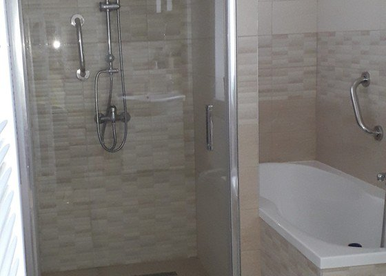 Rekonstrukce koupelny, oprava dlažby balkonu