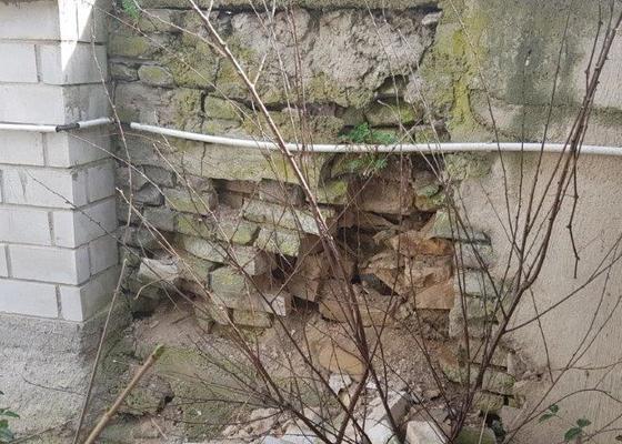 Oprava podezdívky/plotu/opěrná zeď