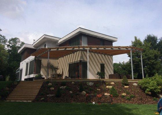 Nahrazení staré terasy + zastřešení