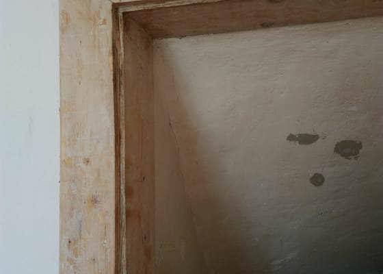Odstranění nátěru ze zárubní a dveří
