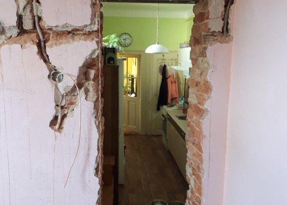 Omítka kolem dveřního prostupu ve stěně tl. 45 cm