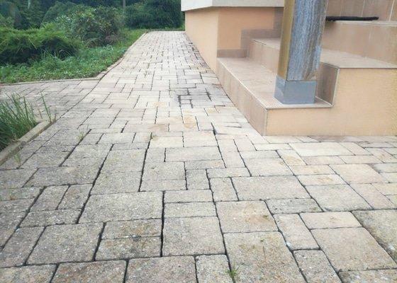 Rekonstrukce okapových chodníků