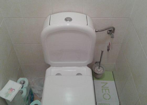 Protékající wc