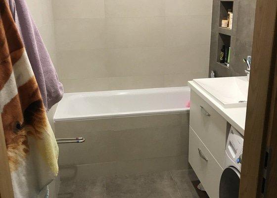 Rekonstrukce koupelny, wc a výměna dlažby chodby