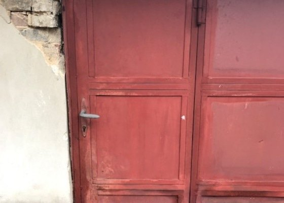 Otevreni a oprava dveri v garazovych vratech