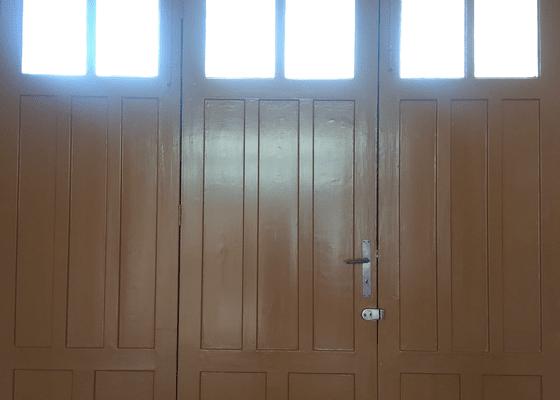 Rekonstukce a nátěr dřevěných vrat u rodinného domu