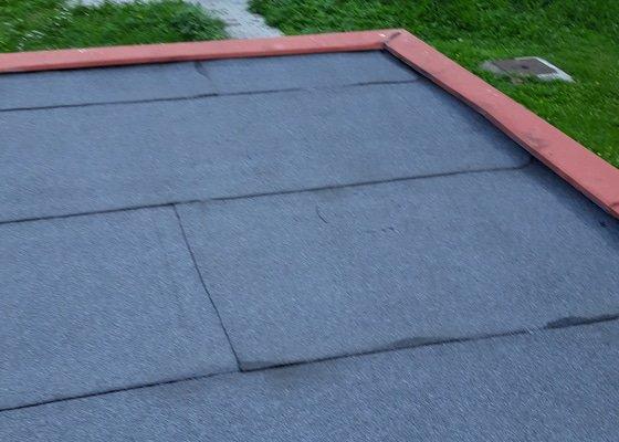 Oprava vodorovné střechy na garáži-položení nové lepenky