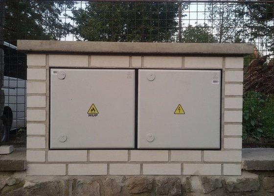 Zbudování nové elektroměrné skříně, osazení rozvaděčem, připojení k vedení VN