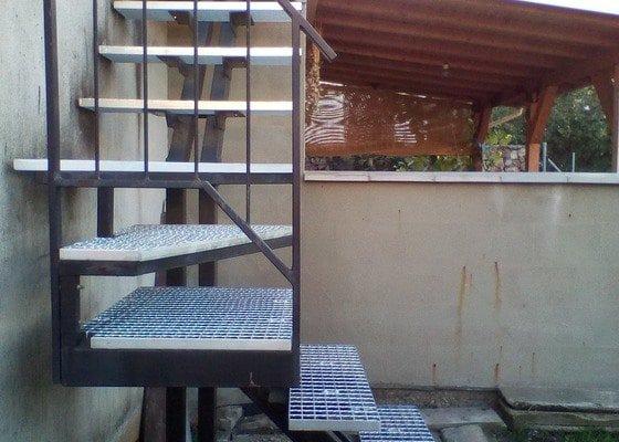 Nášlapy na venkovní schodiště
