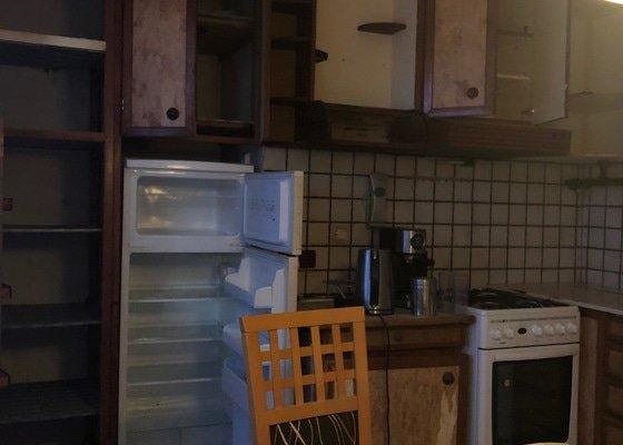 Bourání nosné zdi v bytě, vybrání podlah