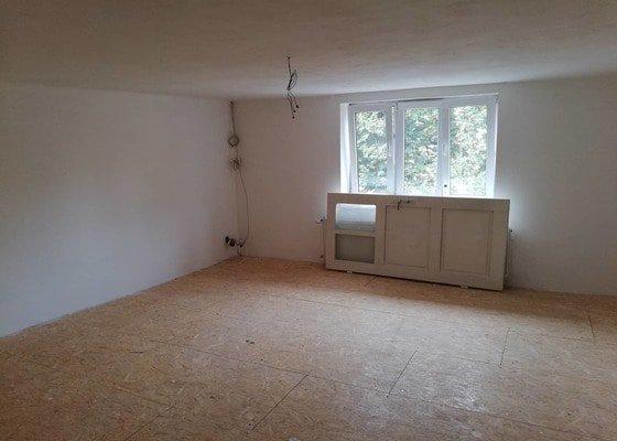 Oprava vnitřních  omítek starého rodinného domu,a oprava podlahy v jedné místnosti,která není stabilní