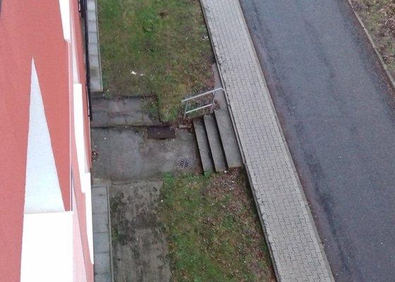 Oprava chodniku a odtok.kanalků