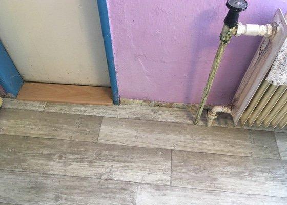 Pokládka PVC + výměna dveřních prahů