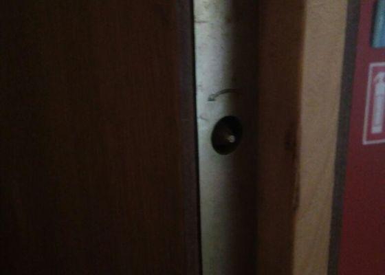 Oprava bezpečnostních dveří