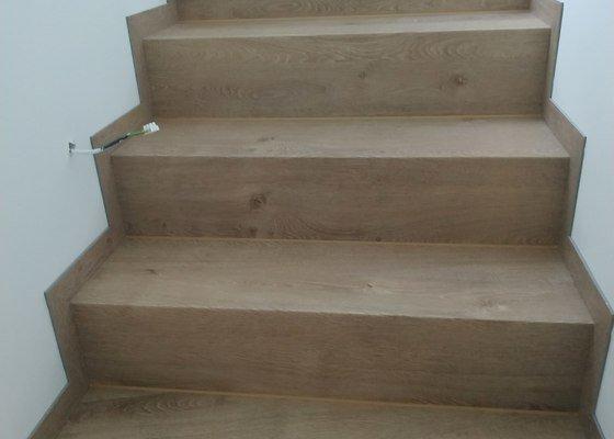 Položení click vinylu na podlaze a obložení schodů vinylem