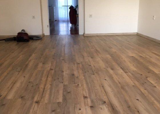 Renovace dřevěné podlahy případně pokládka nové dřevěné podlahy (prkna na pérkách)