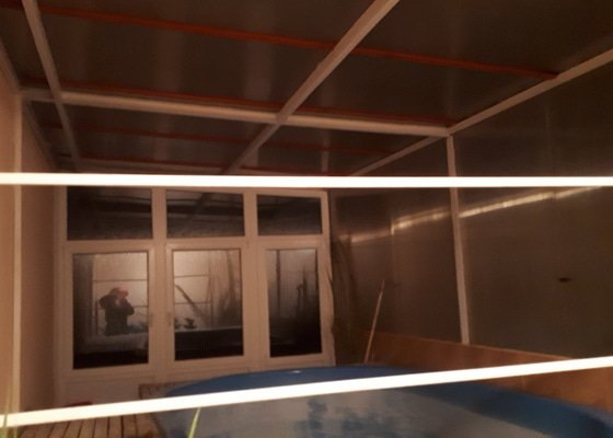 Polykarbonátová střecha