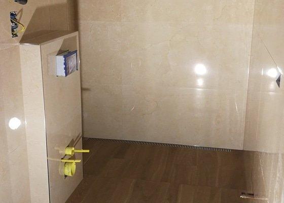 Obklady a dlazba v koupelne.