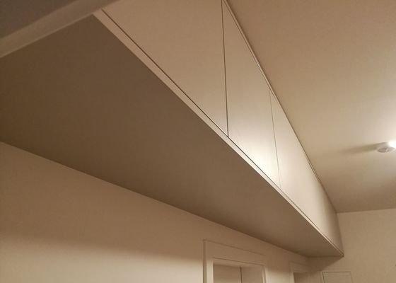 Skrin do predsine pod strop