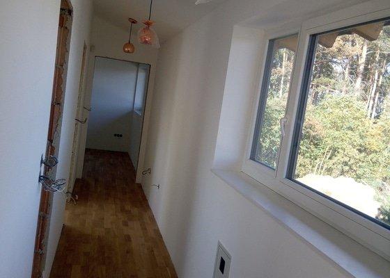 Pokládka třívrstvé podlahy Barlinek v novostavbě RD cca 80m2
