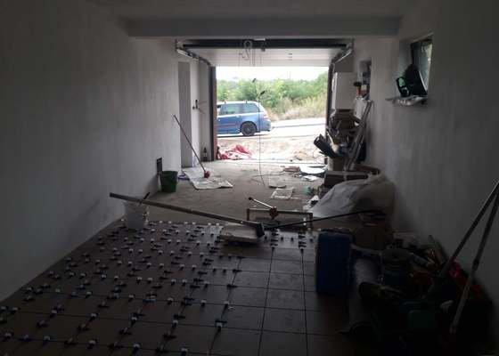 Pokládka dlažby v garáži
