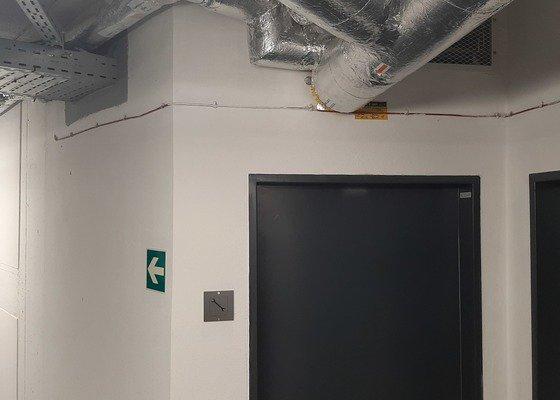 Elektroinstalace na garážové stání pro EV